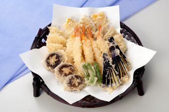 【天麩羅盛合せ】・海老  ・穴子  ・キス  ・南瓜  ・茄子  ・花椎茸  ・舞茸  ・しし唐