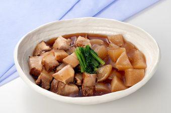 【豚肉と大根の煮物】・豚バラ角煮  ・大根  ・小松菜炒め