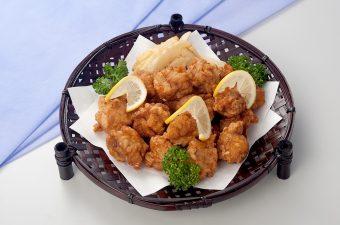 【若鶏の唐揚げ】・鶏もも  ・ポテト  ・レモン  ・パセリ